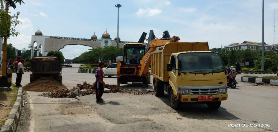 Jelang Idul Fitri Dinas PUPR Lakukan Perbaikan Ruas Jalan Dibeberapa Titik