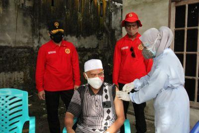 Bantu Warga Lansia, BINda Riau Galakkan Vaksinasi Door To Door
