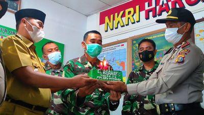 Kapolres Rohul dan Forkopimcam Beri Kejutan Nasi Tumpeng dan Kue Tart Hut TNI Ke 76