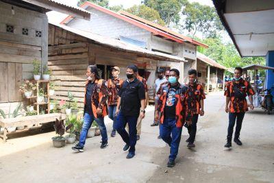 Pemkab dan MPC Pemuda Pancasila Rohul Bantu Perbaiki Rumah Warga Suka Maju