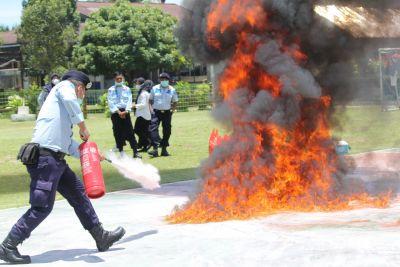 Petugas Damkar Rohul Latih Petugas Lapas Pasir Pengaraian Penanganan Kebakaran
