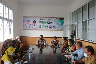 Rapat Dengan Tim Satgas Covid 19, Kapolres :Saling Sinergi Berkolaborasi Memudahkan Dalam Penanganan