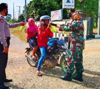 TNI POLRI di Kecamatan Rambah Samo Laksanakan Ops Yustisi